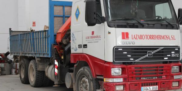 Camión-grúa-basculante